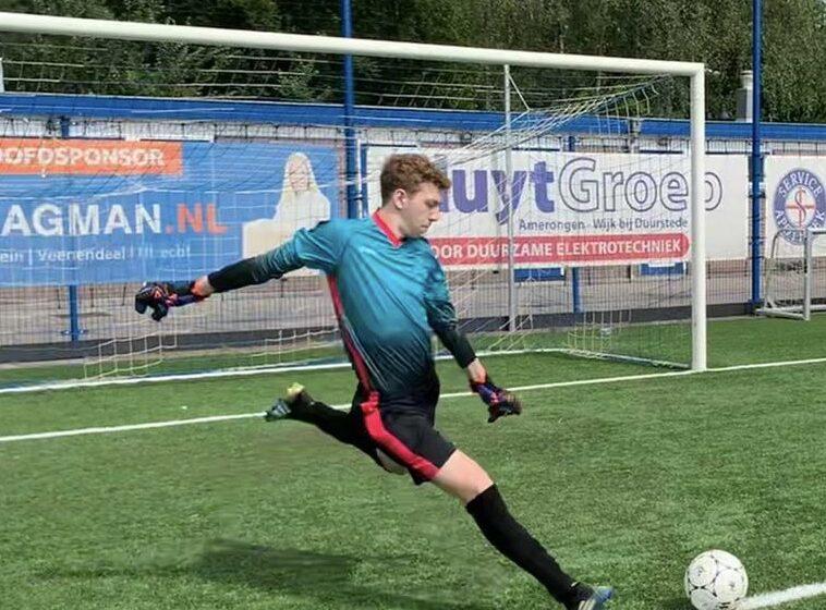 Keeperstalent Bram Dons (18jr) volgend seizoen bij de selectie.